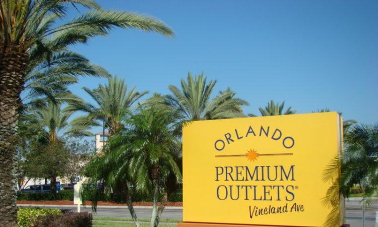 bbc20e8b4a687 Sempre escutamos a mesma pergunta… qual é melhor entre os dois Premium  Outlets em Orlando? O Premium Outlet da International Drive ou da Vineland  Avenue?
