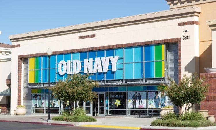 488167229f9 A maior loja Old Navy do mundo abre em breve no Premium Outlet da  International Drive.